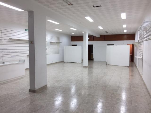 Foto Local en Alquiler en  Centro (Moreno),  Moreno  Manuel Belgrano esq. Bme. Mitre - Lado norte - Local