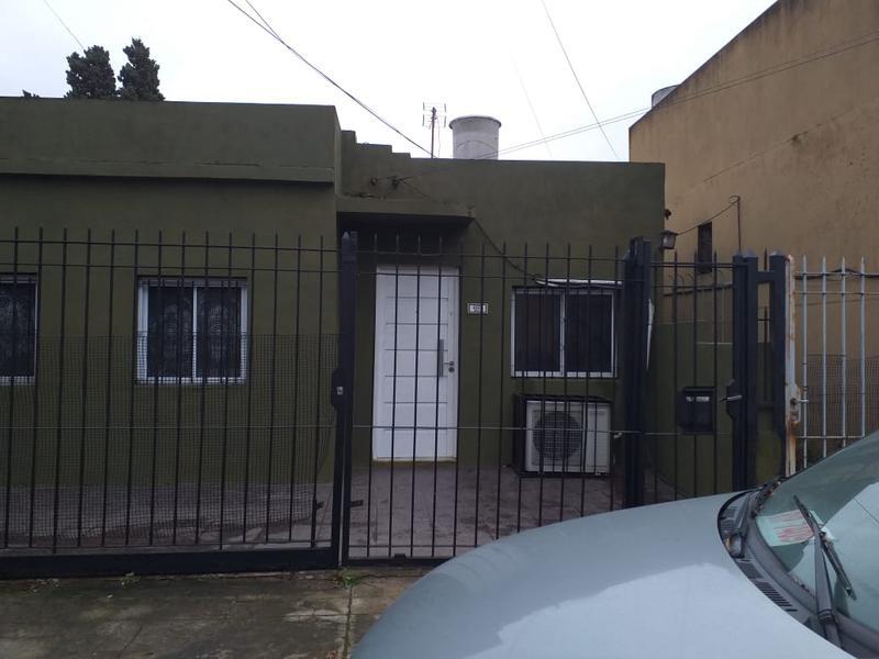 Foto Casa en Venta en  Temperley Este,  Temperley  ITUZAINGO 1044