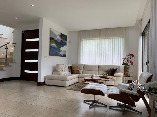 Foto Casa en condominio en Venta | Renta en  Santa Ana ,  San José  Alto de las Palomas/ Esquinera/  Vista/ 3 habitaciones cada una con su baño/ Iluminada