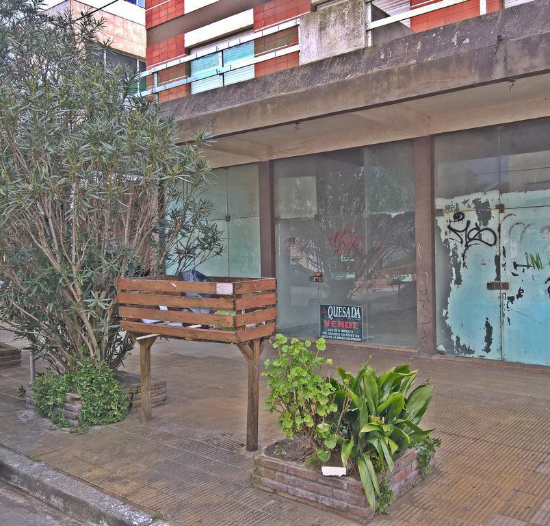 Foto Local en Venta en  San Bernardo Del Tuyu ,  Costa Atlantica  Belgrano 100