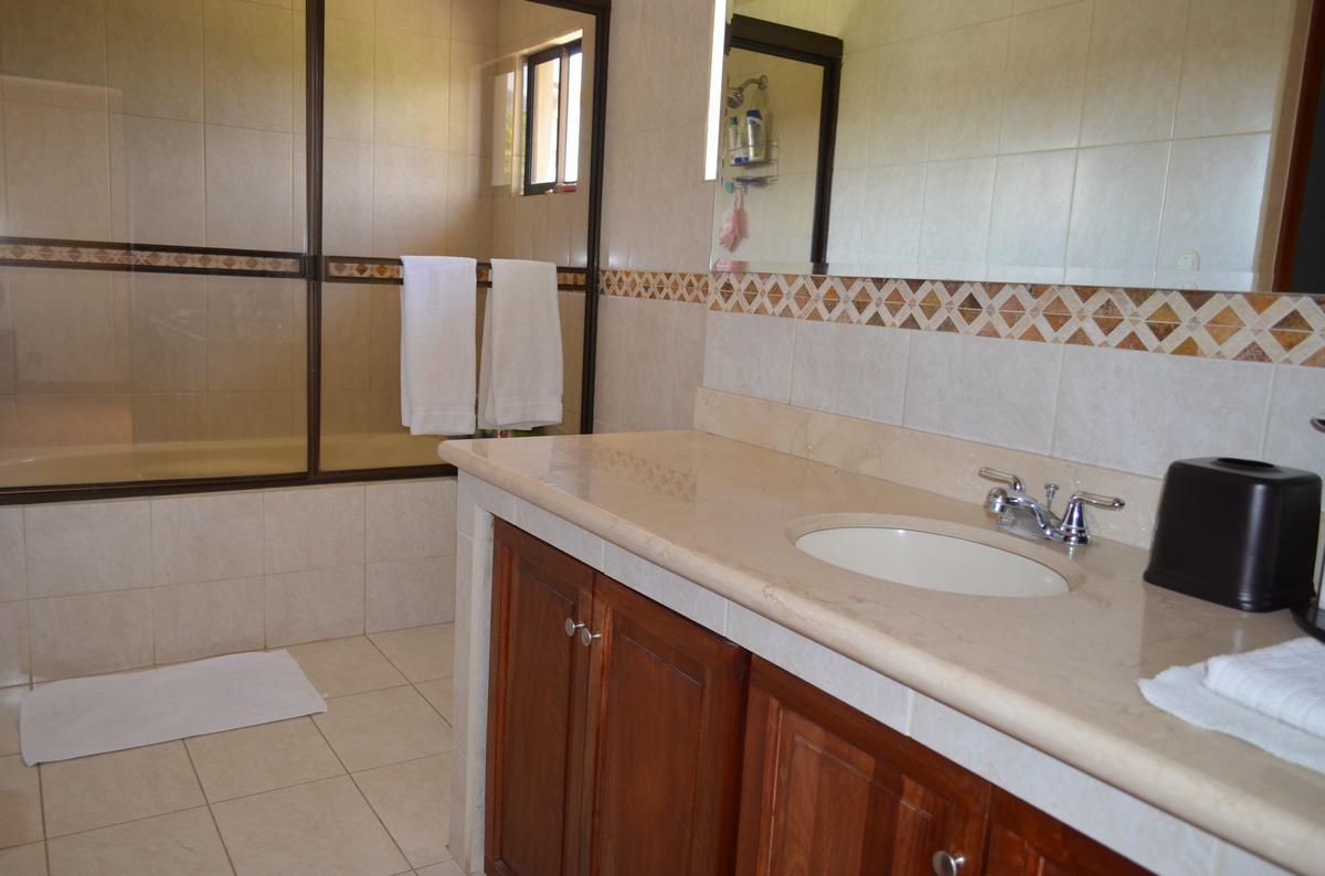 Foto Casa en condominio en Renta en  Escazu ,  San José  Casa en Condominio/ Céntrica/ Tenis/ Piscina