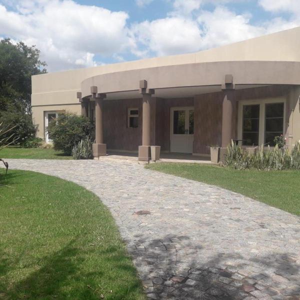 Foto Casa en Venta en  Bella Vista,  San Miguel  Mayor Irusta 3777