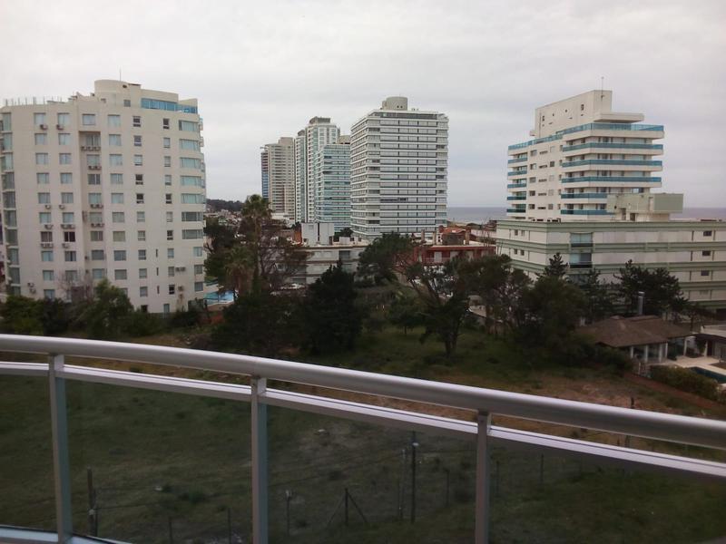 Foto Departamento en Venta en  Maldonado ,  Maldonado  Edificio Sol y Luna 1 punta del este