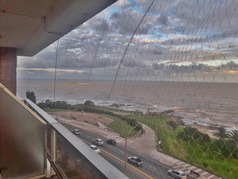 Foto Departamento en Venta en  Malvín ,  Montevideo  Sobre Rambla, piso alto, 3 dormitorios, vendo ya!!