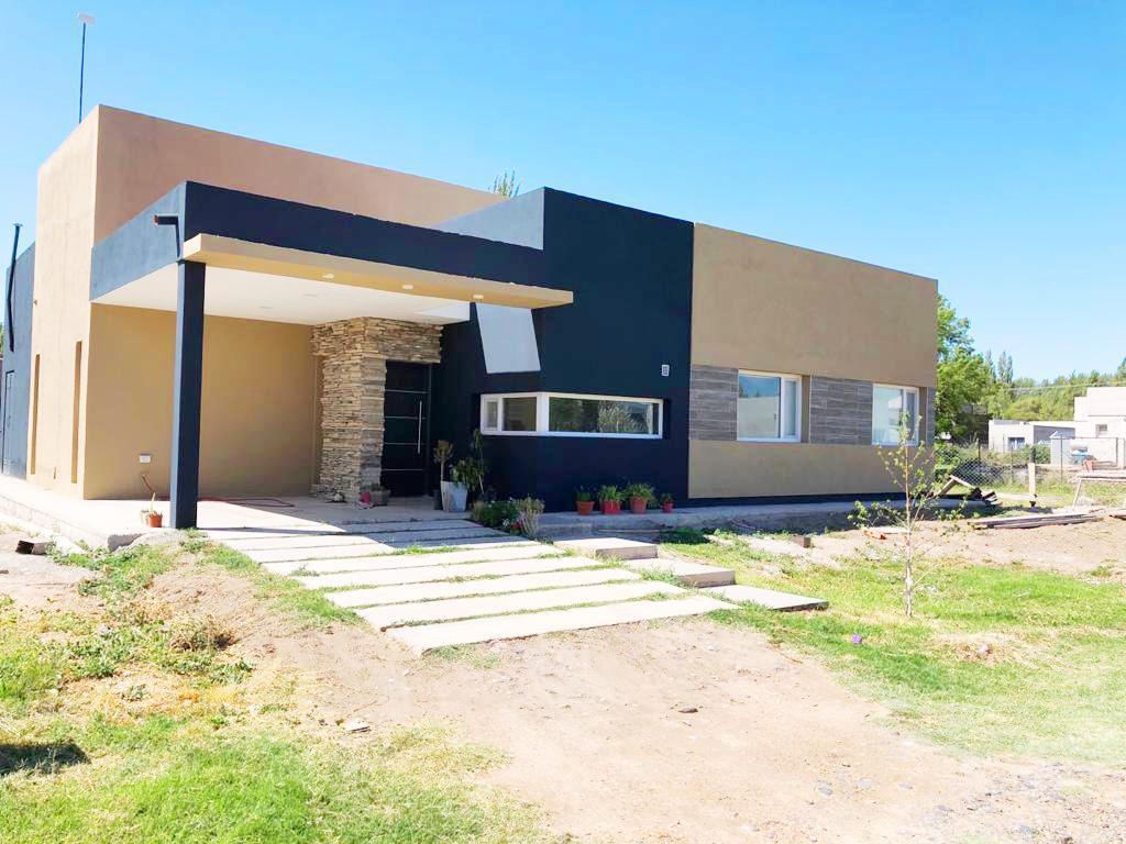 Foto Casa en Venta en  Valentina Sur Rural,  Capital  La Castellana, Neuquen
