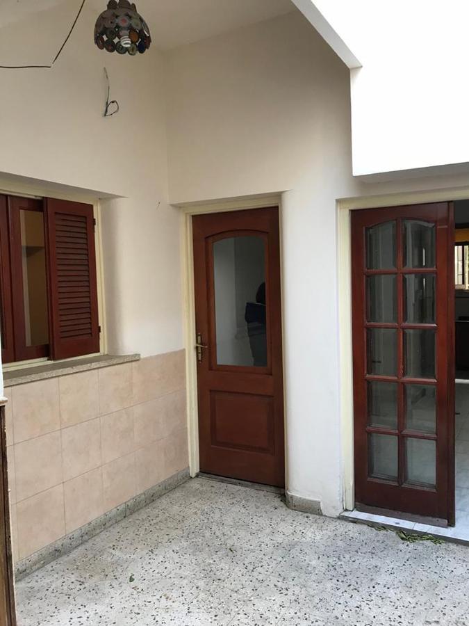 Foto Casa en Venta en  Macrocentro,  Rosario  Casa de 3 dormitorios  con cochera y 2 patios con parrillero - Santa Fe 4530