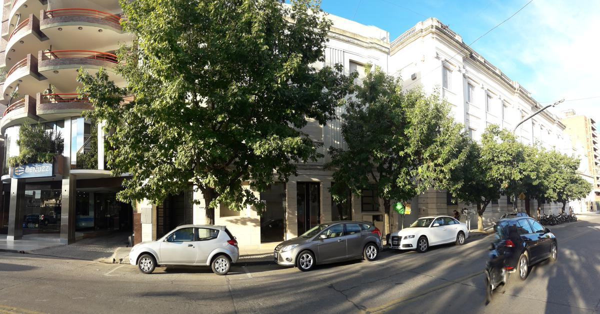 Foto Local en Alquiler en  Santa Fe,  La Capital  Ubicación estratégica sobre avenida, próximo Plaza de Mayo, Casa de Gobierno y Tribunales