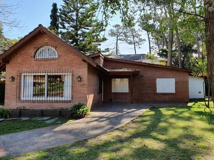 Foto Casa en Alquiler temporario en  Pinamar ,  Costa Atlantica  DEL CONGRIO Y AVENIDA DEL LIBERTADOR  PINAMAR