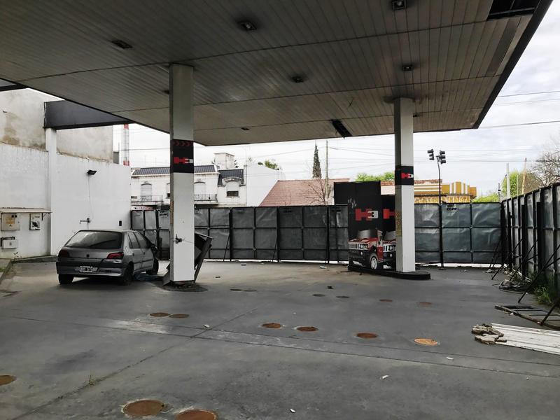 Foto Local en Venta en  Banfield Oeste,  Banfield  Hipolito Yrigoyen  esquina Araoz