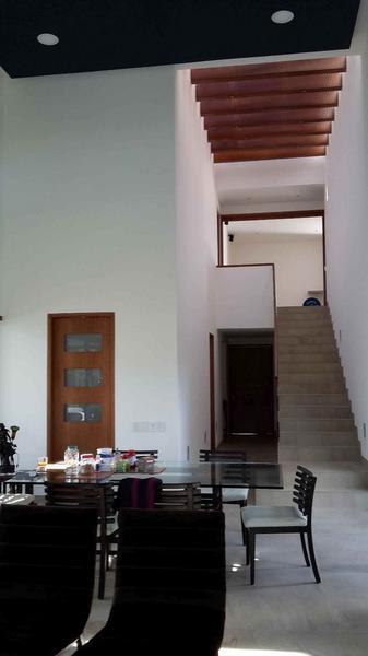 Foto Casa en Venta en  Cumbayá,  Quito  CUMBAYA SE VENDE CASA MODERNA CON PISCINA