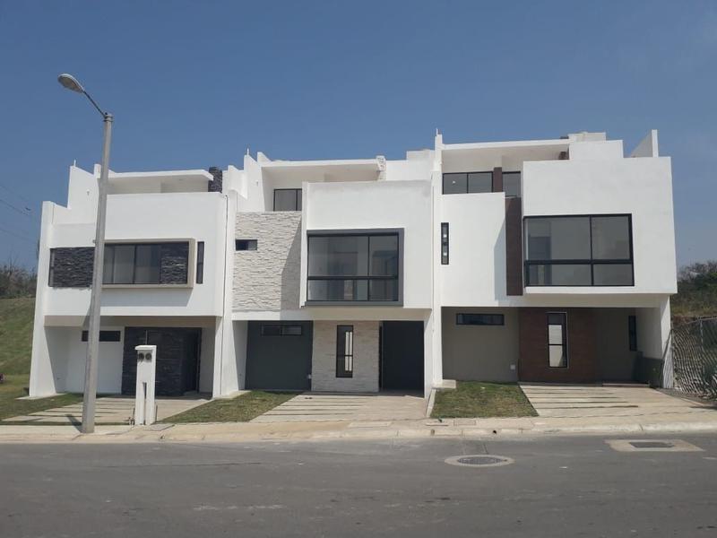 Foto Casa en Venta en  Fraccionamiento Cumbres Residencial,  Boca del Río              CASA EN VENTA FRACCIONAMIENTO CUMBRES RESIDENCIAL EJIDO JOSE NOVILLERO , BOCA DEL RIO