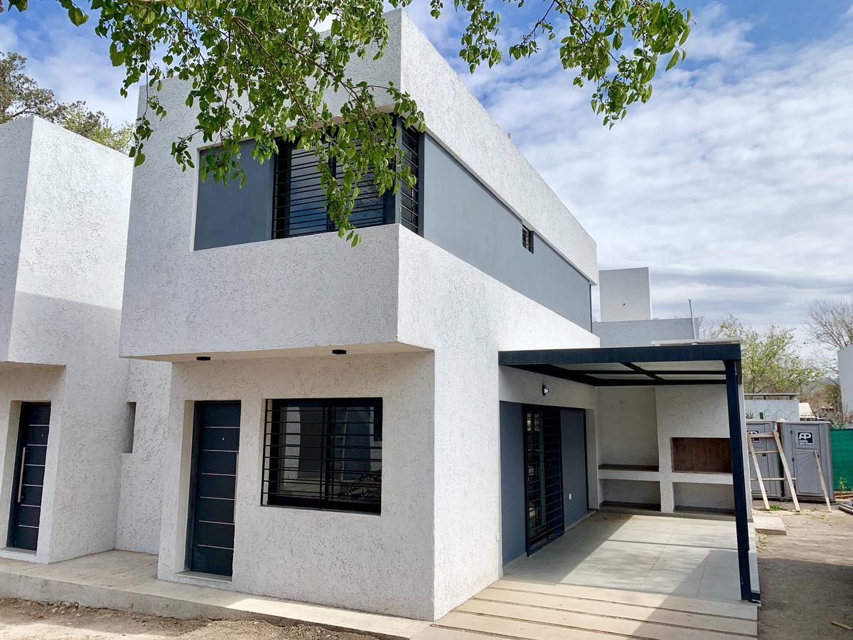 Foto Casa en Venta en  Villa Allende,  Colon  Housing en Villa Allende - Alberti al 400