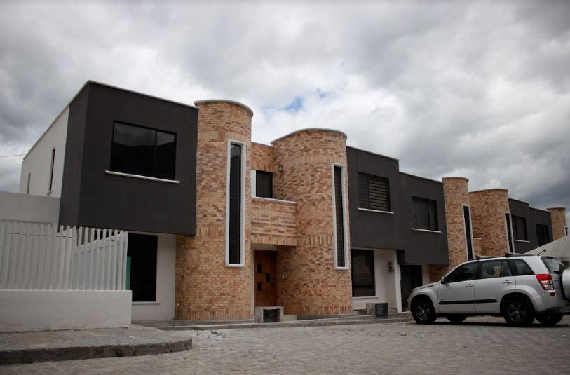 Foto Casa en Venta en  Mitad del Mundo,  Quito  CONJUNTO LA VICTORIA - MITAD DEL MUNDO