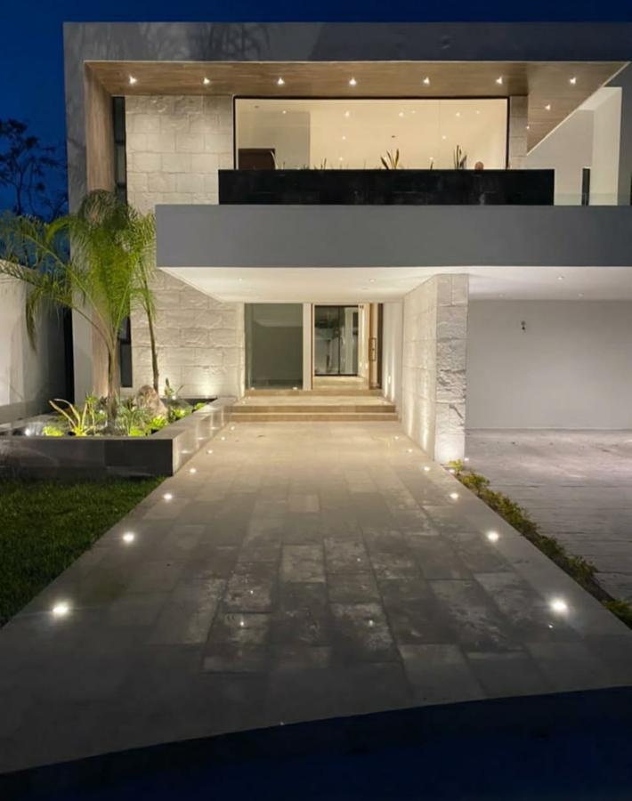 Foto Casa en Venta en  Hacienda Xcanatun,  Mérida  entrega inmediata- casa de LUJO en privada Compostela- Zona Country Club