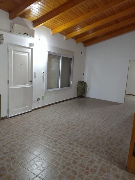 Foto Casa en Alquiler en  Centenario,  Confluencia  CASA CENTENARIO   BORGES al 100