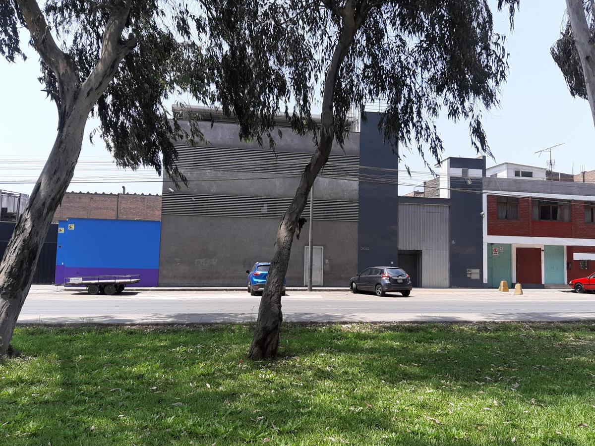 Foto Local en Venta en  ATE,  Lima  Avenida Separadora Industrial 366