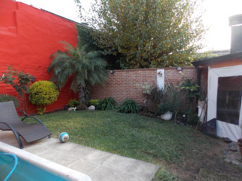 Foto Casa en Venta en  Valentin Alsina,  Lanus  ALFREDO PALACIOS 3500