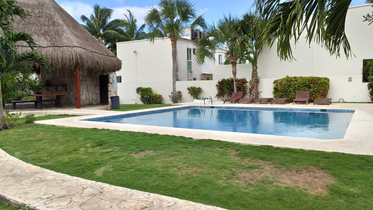 Foto Casa en Venta en  Playa del Carmen,  Solidaridad  CASA DE 3 REC. CON ALBERCA Y SEGURIDAD
