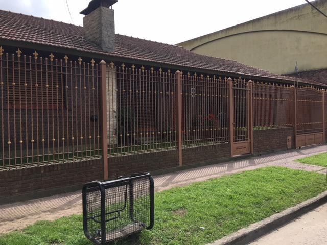 Foto Casa en Venta en  Florencio Varela ,  G.B.A. Zona Sur  3 de Febrero al 2100