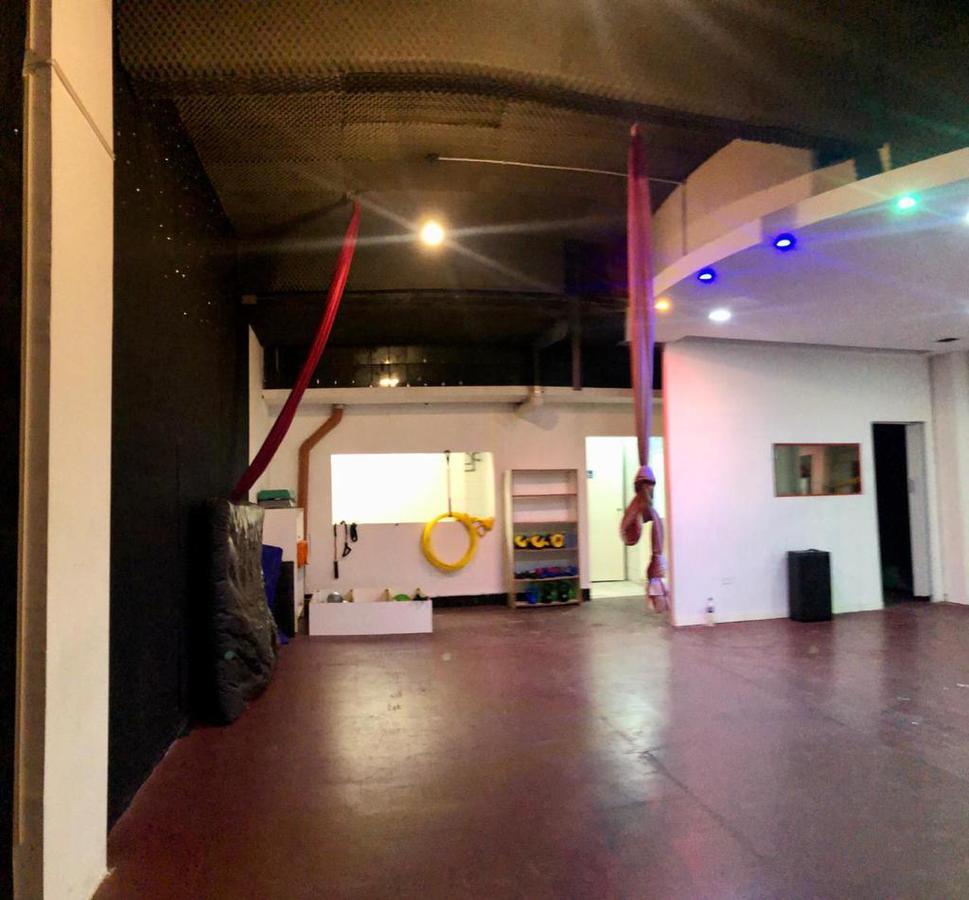 Foto Local en Alquiler en  Liniers ,  Capital Federal  Lisandro de la Torre al 400