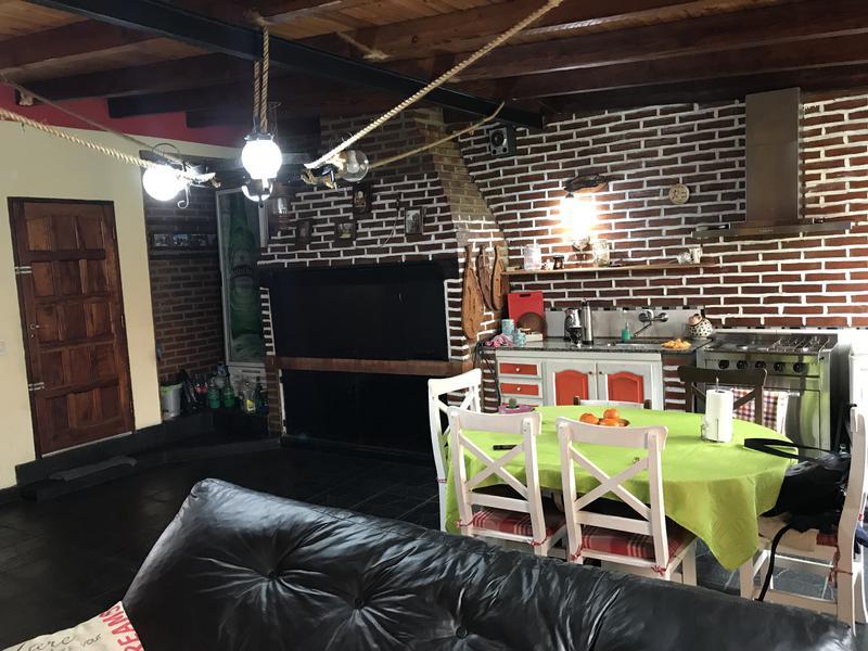 Foto Casa en Venta en  Temperley Este,  Temperley  FLORES 309
