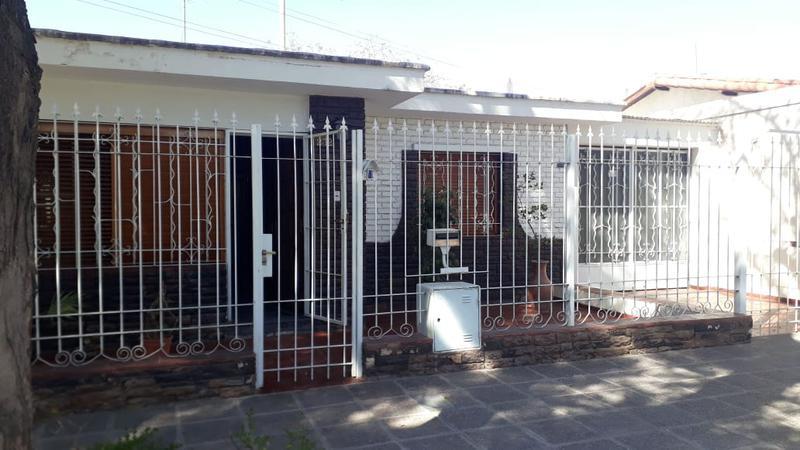 Foto Casa en Venta en  Capital ,  Mendoza  Houssay N° 232, Sexta Seccion