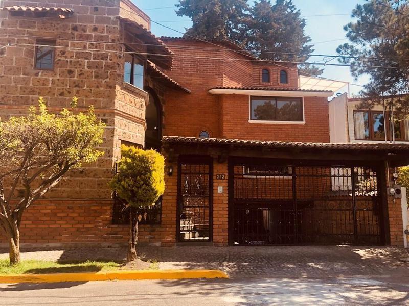 Foto Casa en condominio en Renta en  San Carlos,  Metepec  Casa en Venta en San Carlos, Metepec