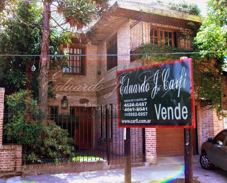 Foto Casa en Venta en  Castelar,  Moron  Nicolás de Arredondo al 2400