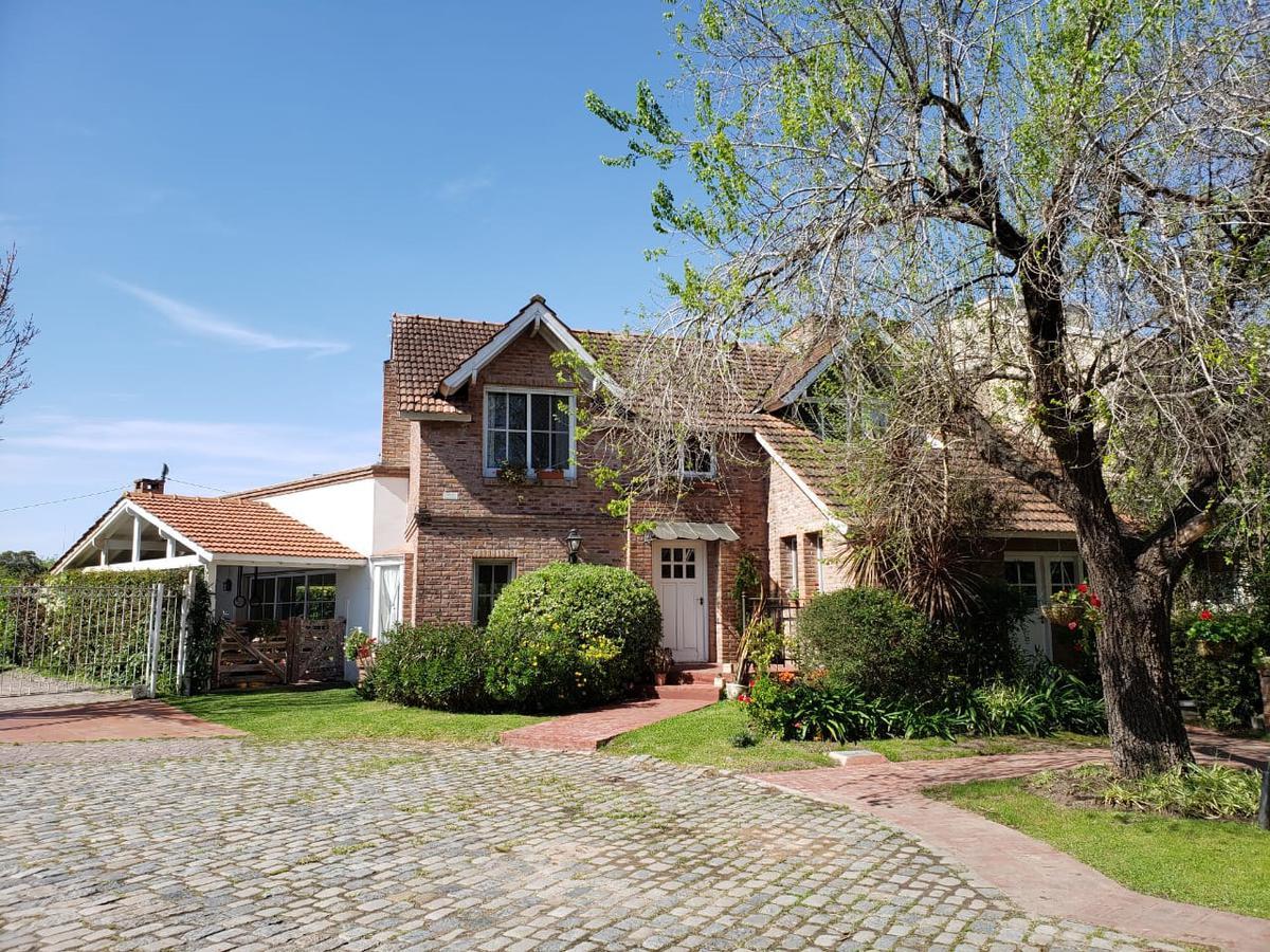 Foto Casa en Alquiler temporario en  Boulogne,  San Isidro  Barrio Camino Real. Casa de 4 Amb.