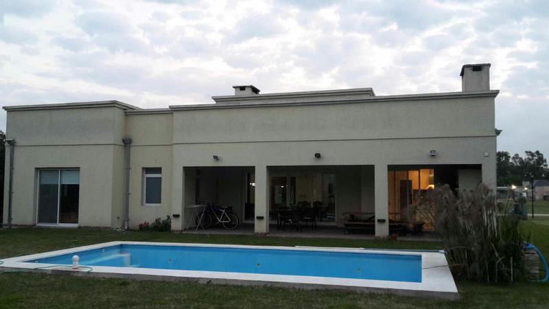 Foto Casa en Venta | Alquiler temporario en  Campos Daromy,  Countries/B.Cerrado (San Vicente)  Av. Presidente Peron CAMPO DAROMY