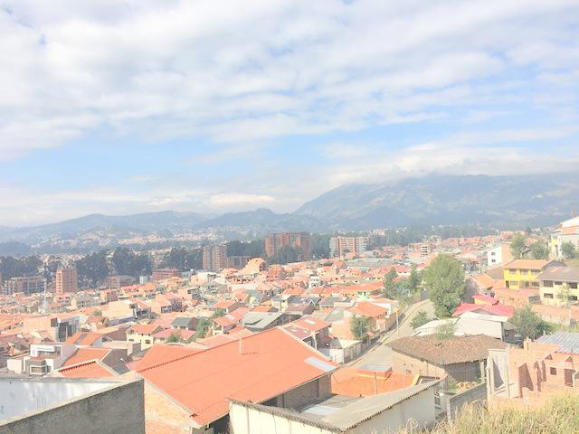 Foto Casa en Venta en  Cuenca ,  Azuay  Oportunidad villa con 460m2 de terreno sector Cdla. Las Pencas $175.000dlrs.