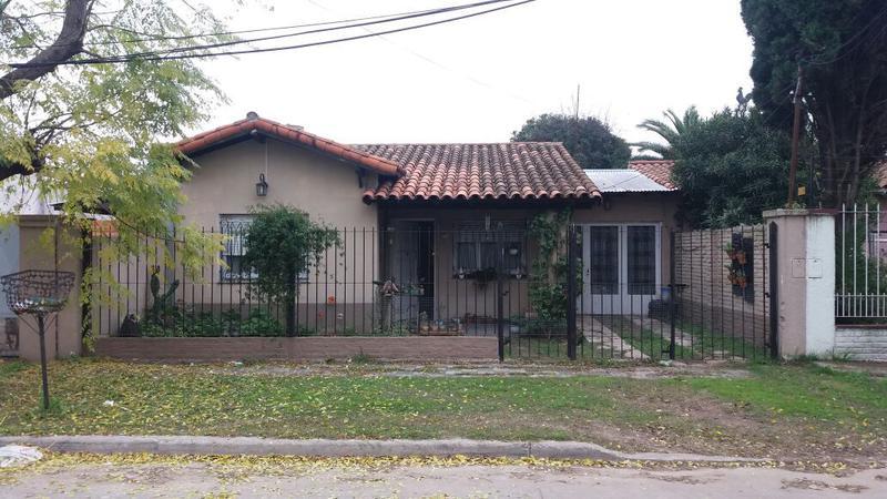 Foto Casa en Venta en  Monte Grande,  Esteban Echeverria  Guemes al 900
