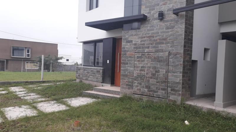 Foto Casa en Venta en  Yerba Buena ,  Tucumán  Rojas Paz esquina Anta Muerta