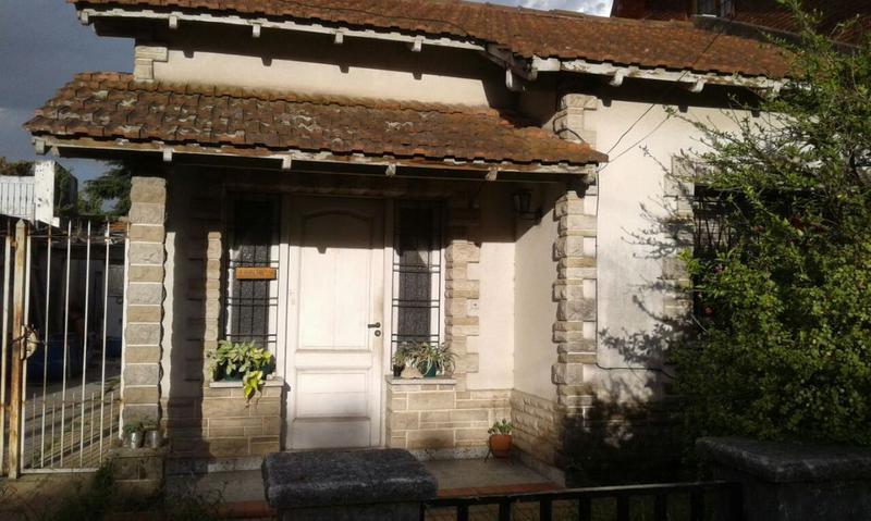 Foto Casa en Venta en  Luis Guillon,  Esteban Echeverria  R. FAVALORO  al 500