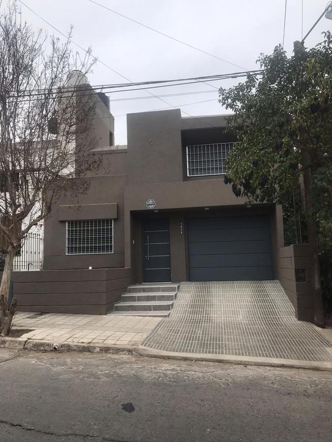 Foto Casa en Venta en  Cordoba Capital ,  Cordoba  Esposos Curie  1625 Maipu Segunda Seccion