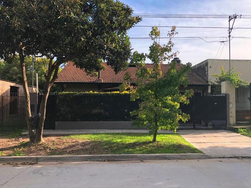 Foto Casa en Venta en  Parque Esperanza,  Lujan  Jorge Newbery Nº 1561