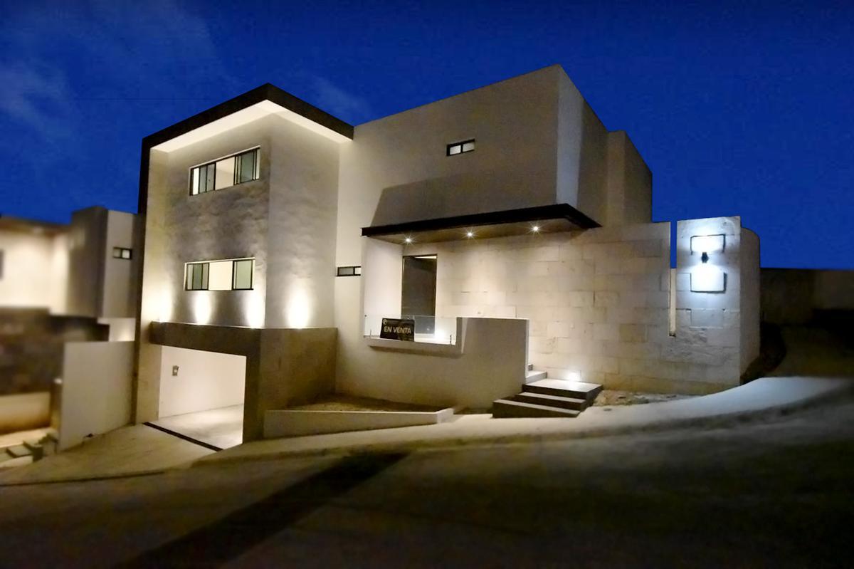 Foto Casa en Venta en  Cumbres Elite,  Monterrey  Venta casa  en esquina, Cima de la Montaña, Cumbres Elite