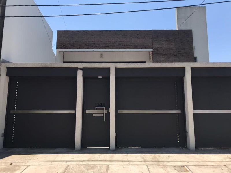Foto Casa en Venta en  Los Hornos,  La Plata  148 entre 57 y 58