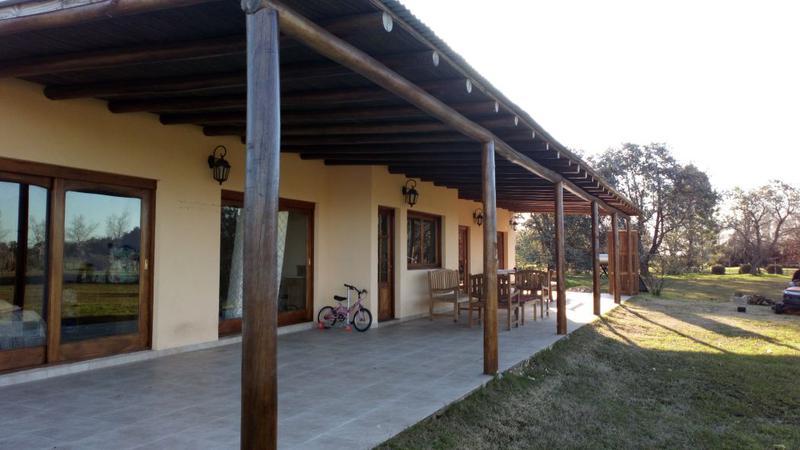 Foto Casa en Venta en  Loma Escondida,  Countries/B.Cerrado  Camino Viejo Lujan Torres