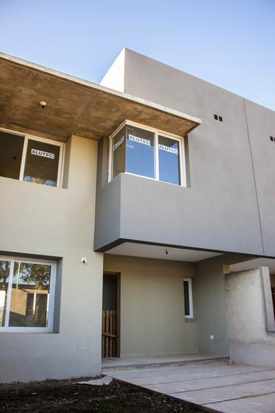 Foto Casa en Venta en  Yerba Buena ,  Tucumán  BRAILE al 2100