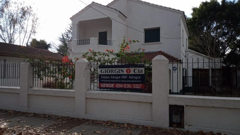 Foto Casa en Venta en  Adrogue,  Almirante Brown  Erezcano 65, entre Frías y Divisoria