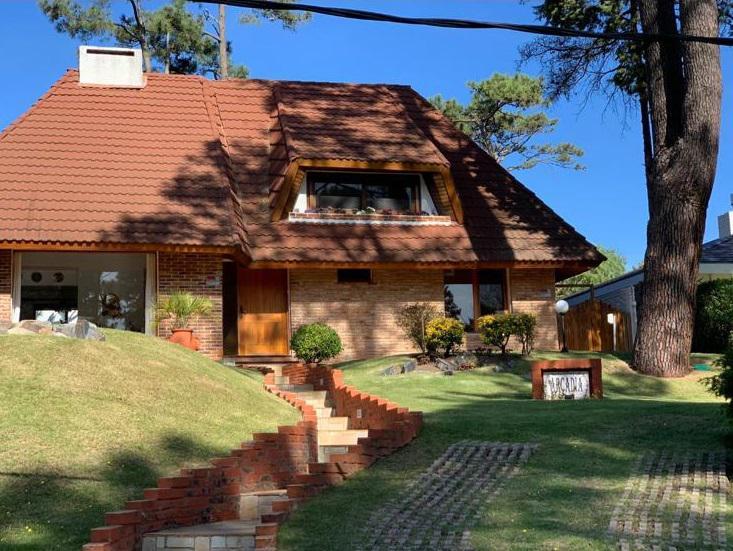 Foto Casa en Venta en  Pinares,  Punta del Este  Pinares muy lindo entorno y cerca del mar.