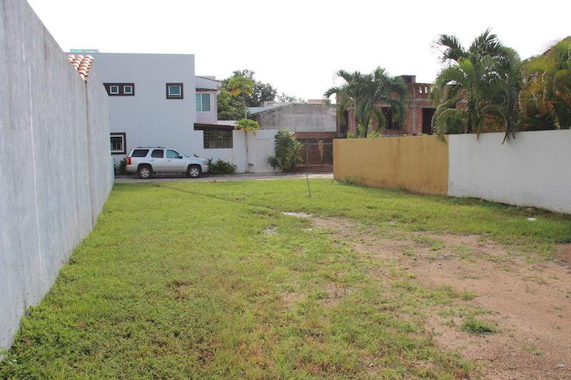 Foto Terreno en Venta en  Fraccionamiento Los Arboles,  Bahía de Banderas  Terreno residencial en Bucerias, en coto con alberca y seguridad. Los Arboles