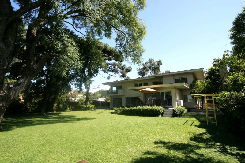 Foto Casa en Venta en  Beccar,  San Isidro  Roca al 700