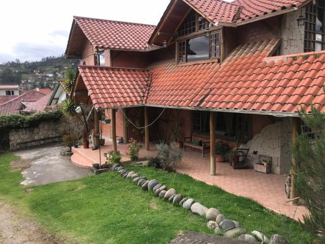 Foto Casa en Venta en  Sur de Cuenca,  Cuenca  Lujosa villa en venta Urb. Privada sector Narancay $198.000dlrs.