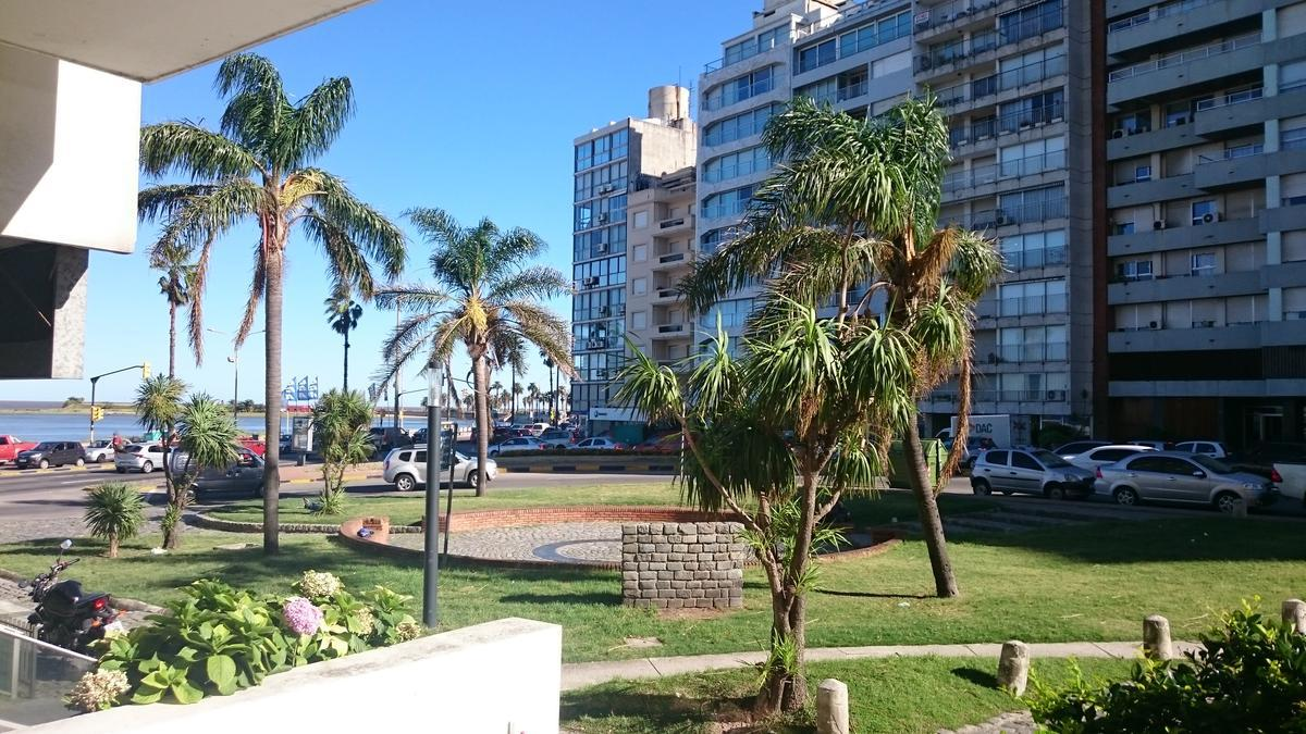 Foto Local en Venta | Alquiler en  Pocitos ,  Montevideo  Av Brasil esquina Rambla