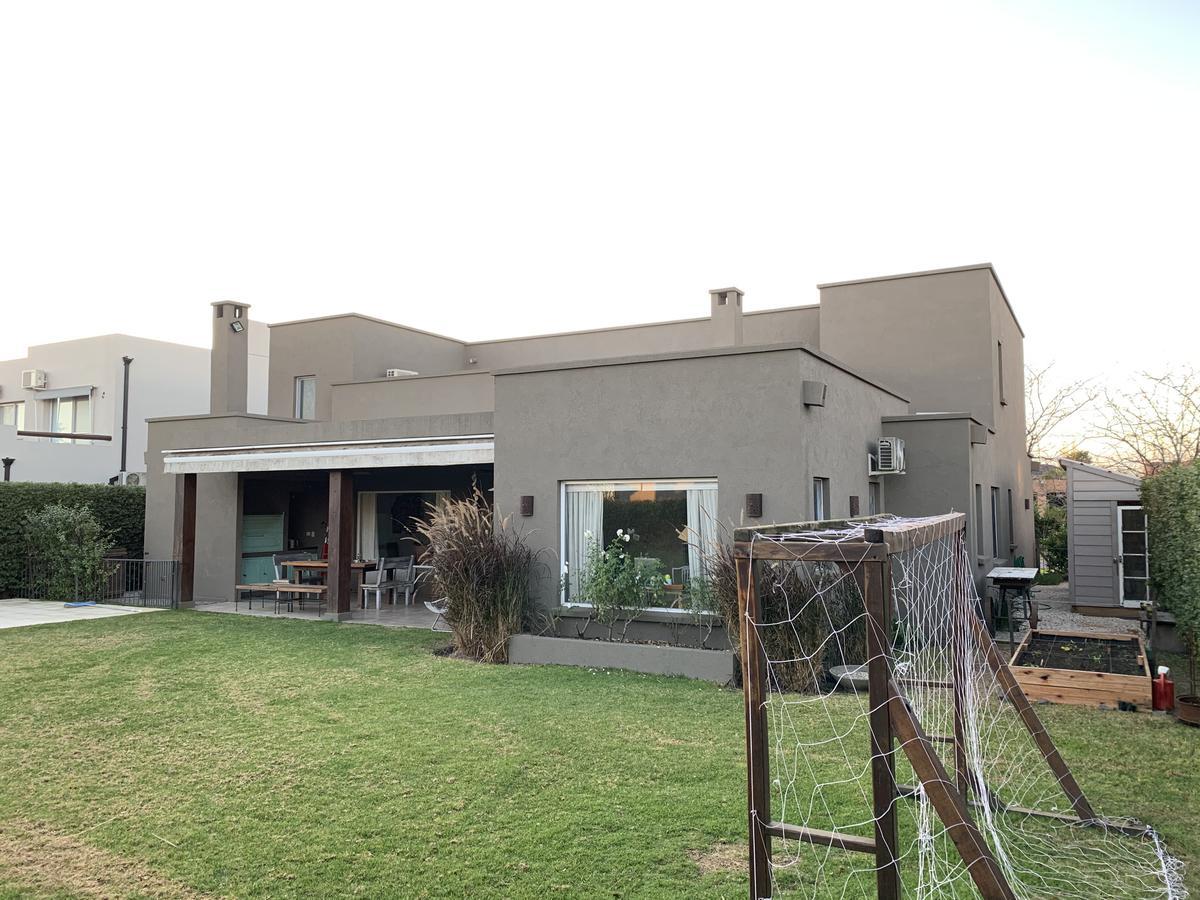 Foto Casa en Venta en  Talar Del Lago II,  Countries/B. Cerrado (General Pacheco)  Av V 50 sin nro. Barrio Cerrado Talar del Lago II Lote al 500