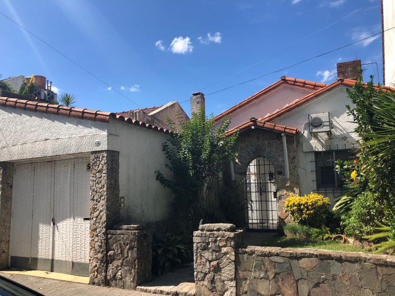 Foto Casa en Venta en  Lomas De Zamora,  Lomas De Zamora  Sarmiento al 600