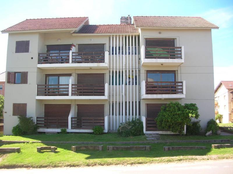 Foto Departamento en Alquiler |  en  Pinamar ,  Costa Atlantica  Burriquetas 1200