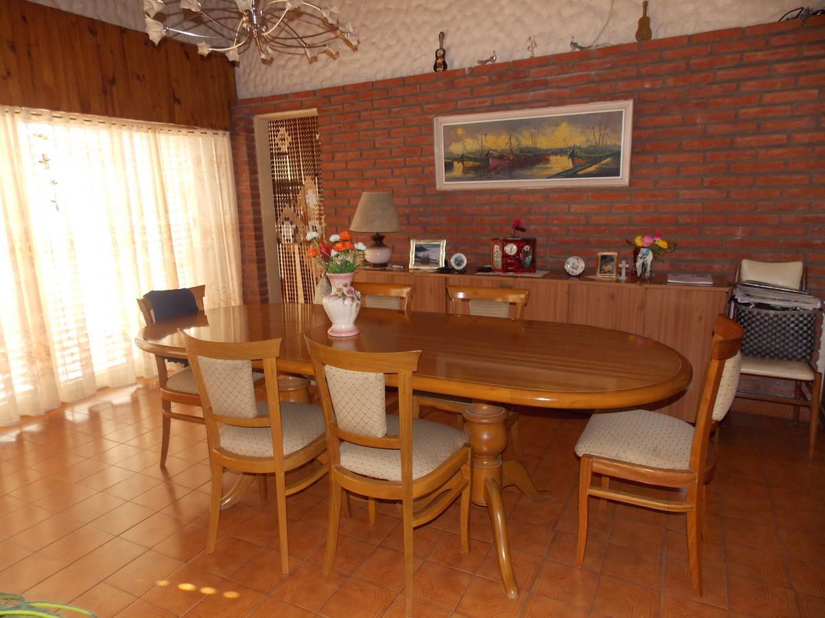 Foto Casa en Venta en  Temperley,  Lomas De Zamora  Lucio vicente lopez 240